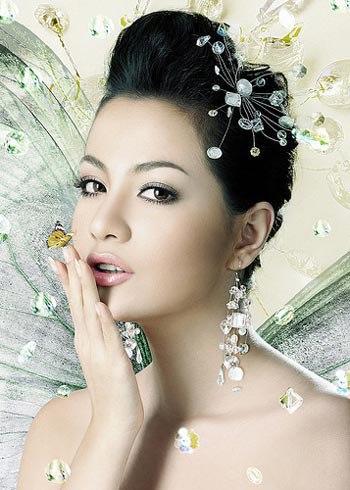 Siêu mẫu Ngọc Thúy bán tài sản đang tranh chấp với chồng cũ