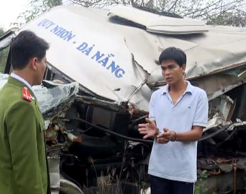 Hai người thiệt mạng sau cú vượt xe của tài xế