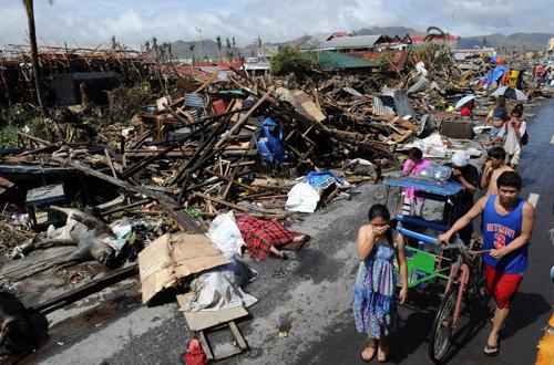 Thành phố với 200.000 dân này cũng là nơi bị tàn phá nặng nề nhất do bão Haiyan, với 90% nhà cửa bị phá hủy