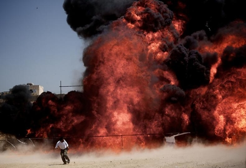 Người đàn ông Iran bỏ chạy sau khi châm lửa tiêu hủy 50 tấn ma túy thu giữ được trước đó