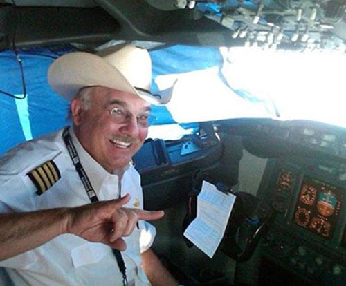 [Caption]Cơ trưởng Henry Skillern, 63 tuổi, mới đây qua đời vì đau tim khi đang lái máy bay chở 161 hành khách ở Mỹ. Ảnh:Facebook
