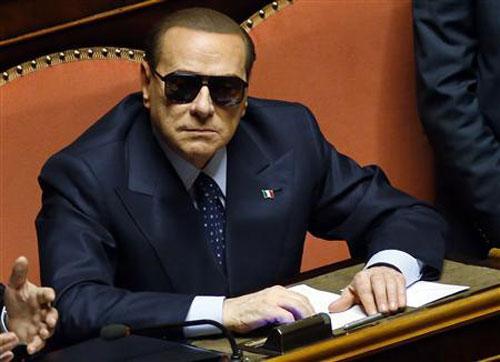 [Caption]16 tháng 3, Rome, Italy, cựu Thủ tướng Silvio Berlusconi đeo kính râm