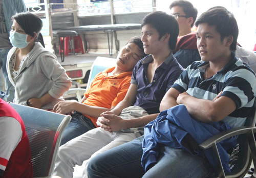 2 JPG 4760 1386721477 Vật vã chờ mua vé xe Tết ở TP Hồ Chí Minh
