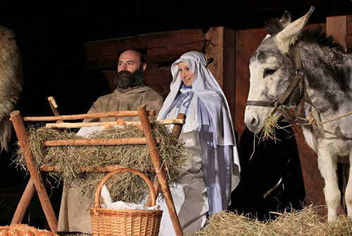 [Caption] Roznov pod Radhostem : Costumed actors perform a nativity scene at the Little Wooden Town in Roznov, Moravia, Czech Republic on December 22, 2013. More than 40 artists in traditional 19th century costumes performed the Bethlehem story according to the Gospel of St Matthew