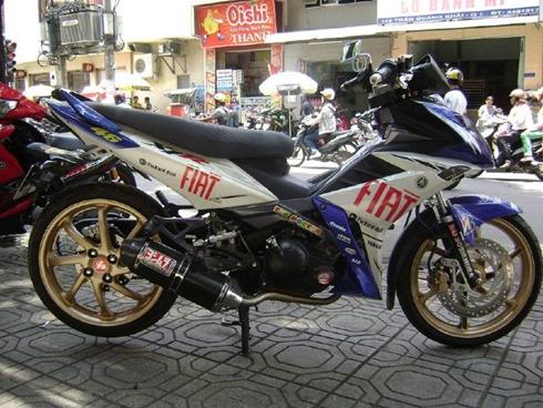 Chiếc Exciter độ dàn áo Yamaha X1R một trong những phong cách được nhiều người lựa chọn.