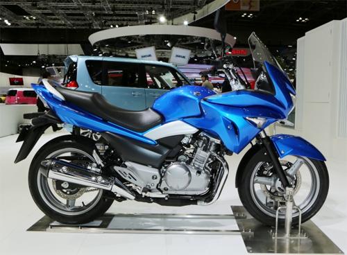 suzuki-gsr250s-5.jpg
