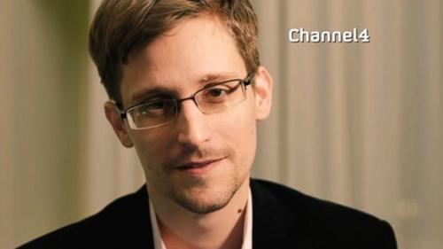 [Caption]Đầu tháng 6, Edward Snowden, một cựu nhân viên tình báo Mỹ, trở thành tâm điểm trên khắp các mặt báo khi công khai những thông tin mật về chương trình giám sát quốc tế khổng lồ của chính phủ. Những tiết lộ này khiến Mỹ vừa phải tiến hành một cuộc truy nã Snowden toàn cầu, vừa xoay xở trước những lùm xùm ngoại giao với một loạt các nước liên quan.