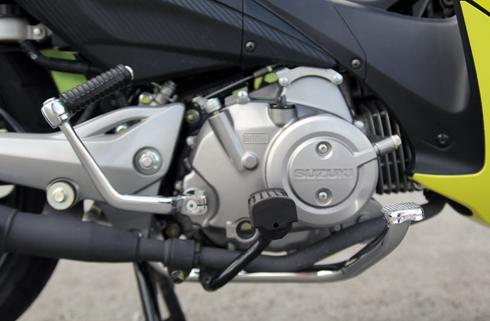 Suzuki-Axelo-6648-1388133033.jpg