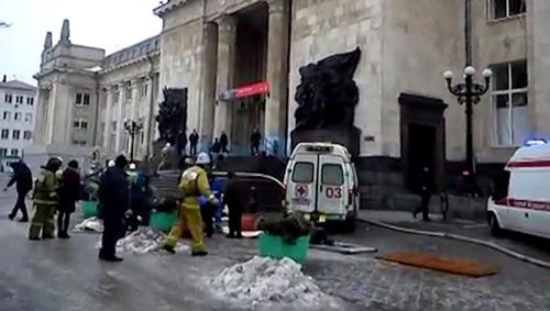 Người bị thương được di chuyển tới thủ đô Moscow bằng máy bay của Bộ Tình trạng khẩn cấp Nga. Ảnh: RIA Novosti.