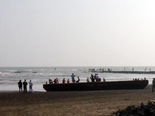 Hiện trường bãi biển 6 học sinh bị cuốn trôi. Ảnh: Độc giả cung cấp