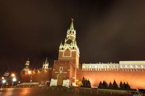 01. Tháp đồng hồ Kremlin, cứ mỗi dịp năm mới sau khi nghe hồi chuông điểm 12h của chiếc đồng hồ này toàn thể nhân dân Nga sẽ nghe lời chúc năm mới của Tổng thống LB Nga và ngay sau đó là màn bắn pháo hoa hoành tráng chào mừng năm mới.