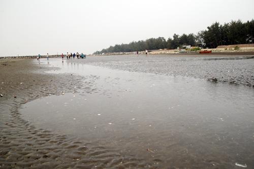 Khu vực bãi biển các học sinh tắm bị nước cuốn trôi. Ảnh: An Nhơn