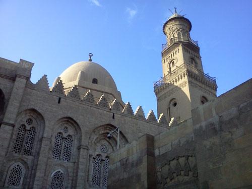Chạy dọc theo những con đường này là những thánh đường Hồi giáo cổ, hiện dành cho khách du lịch thăm quan và tìm hiểu.