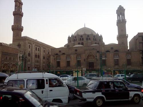 [Caption]Sau nhiều ngày dọc ngang đến thăm các điểm du lịch của Cairo, ô tôi đã tìm đến ngôi chợ cổ Khan al-Khalili nổi tiếng nằm trong lòng thành phố.