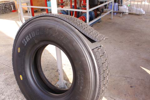 Lốp dán Bandag Bridgestone.