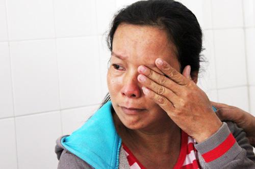 Người mẹ liên tục khóc khi mất con trai sơ sinh. Ảnh: An Nhơn