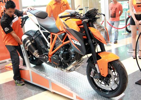 KTM-Duke-1290-2_1389401315.jpg
