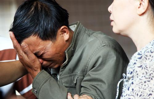 Đẫm nước mắt nhận dạng thi thể 4 sinh viên vụ nổ phòng trọ