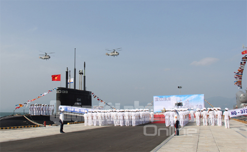 Sáng 15.1, tại Quân cảng Lữ đoàn Tàu ngầm 189, Căn cứ Cam Ranh, Bộ Tư lệnh Quân chủng Hải quân tổ chức Lễ tiếp nhận tàu ngầm HQ-182 Hà Nội.