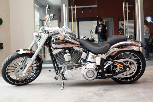 Harley Davidson Softail CVO Breakout 2014 ở Sài Gòn.