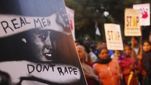 Người dân Ấn Độ tham gia biểu tình phản đối nạn cưỡng hiếp nhânlễ tưởng niệm một năm vụ cưỡng hiếp tập thể trên xe buýt ở New Delhi