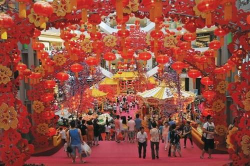 Một trung tâm thương mại nổi tiếngở Kuala Lumpur sẵn sàng chào đón năm mới Âm lịch. Ảnh: MalayMail