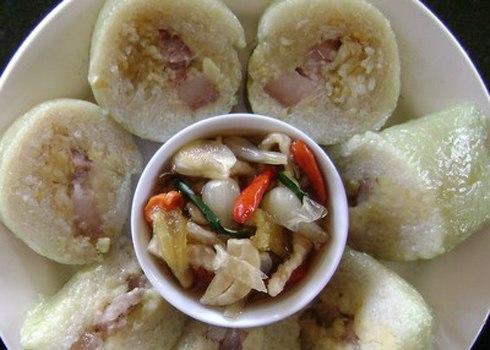 Dưa món ăn kèm với bánh tét là món ăn không thể thiếu trong ngày Tết của người miền Trung. Ảnh: C.K.