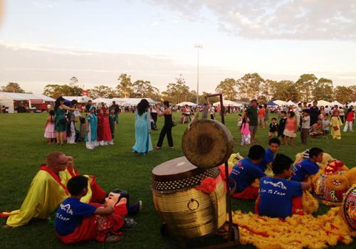[Caption]Một góc hội chợ Tết Quý Tỵ, khu người Việt, Inala, Brisbane, Australia; Ảnh: Hannah Hà Mai