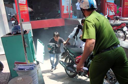 Khói bao trùm hai cao ốc ở Sài Gòn vì cháy rác