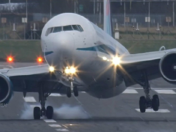 Boeing 767 hạ cánh như trực thăng