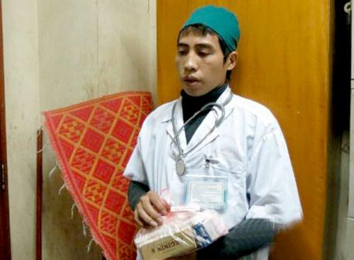 Vũ Quốc Bảo giả danh bác sĩ Bệnh viện Bạch Mai lừa tiền người bệnh. Ảnh: Bệnh viện Bạch Mai