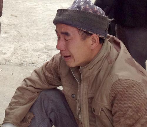 Nhiều nạn nhân buồn rầu, gào khóc, tại bệnh viện.Ảnh: Sơn Thủy