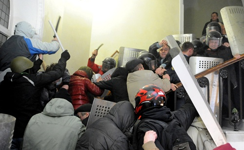 Anti-government protesters clash with the police as they storm in the main Police City Office in the western Ukrainian city of Lviv on February 18, 2014. Anti-government protesters in the western Ukrainian city of Lviv on February 18 seized the regional administration building and police headquarters as clashes raged in Kiev, an AFP correspondent at the scene said. Some 500 demonstrators stormed the regional administration after bombarding it with stones before taking the control of the local police headquarters in the largely pro-EU city. (Yuriy Dyachyshyn/AFP/Getty Images) #