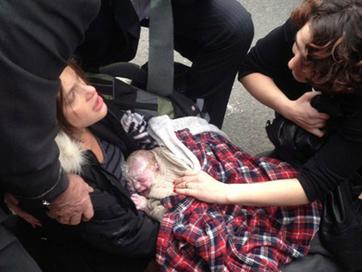 Sản phụ đẻ rơi giữa đường phố New York