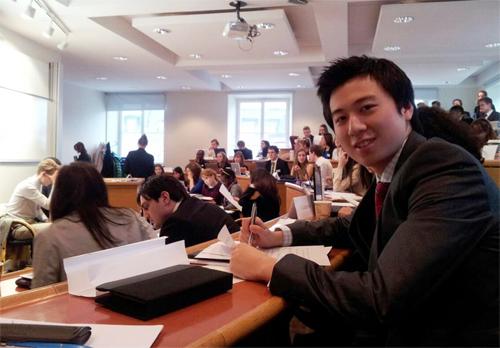 ham dự chương trình Họp mô hình Liên Hợp Quốc (Model United Nations) ở Stockholm vào năm 2012 ạ