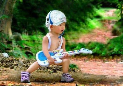 Xin giới thiệu ca sĩ nhạc rock mới nổi, có nghệ danh là Đội Bỉm.