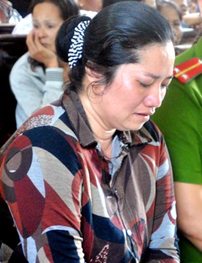 Vợ bí thư xã ngã gục khi nhận án tử hình