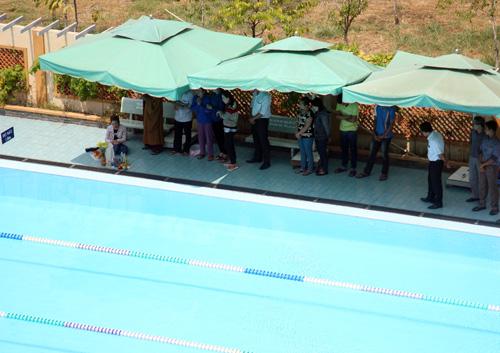 Nam sinh lớp 6 chết đuối trong giờ học bơi