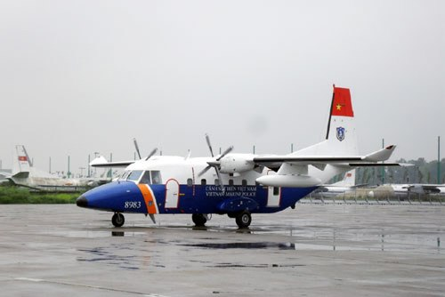 Máy bay Casa - 212 chờ lệnh.