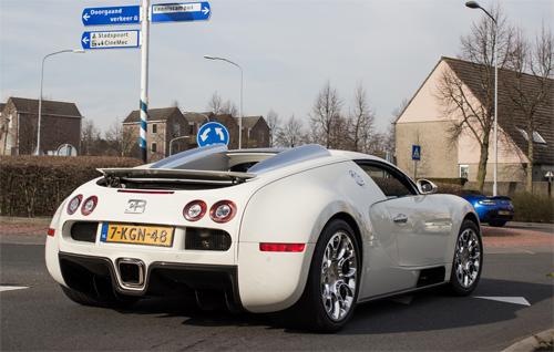 bugatti-veyron-2-7375-1394682137.jpg
