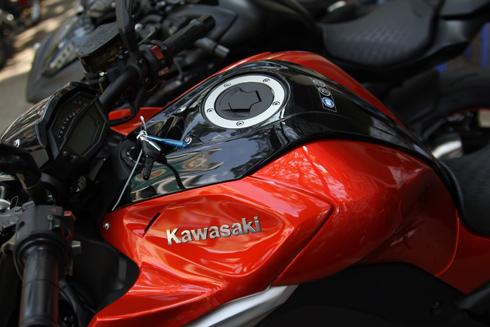 Kawasaki-Z1000-2014-10.jpg