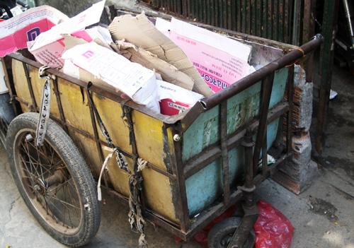 """Chiếc xe mà chị Hồng hàng ngày đi mua phế liệu và """"trúng được """"kho báu"""". Ảnh: An Nhơn"""