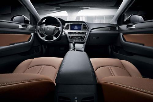 2015-Hyundai-Sonata-interior.jpg