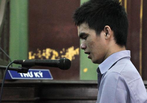 Tướng cướp Hồ Duy Trúc khóc khi bị y án tử hình