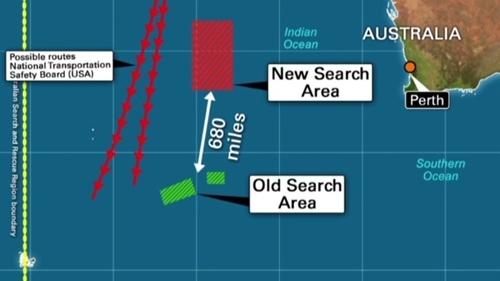 Khu vực tìm kiếm MH370 mới (hình chữ nhật màu đỏ), cách vùng tìm kiếm cũ khoảng 1.100 km. Đồ họa: CNN