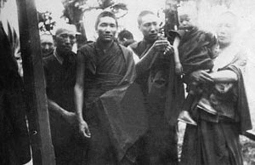 Đức Pháp vương Gyalwang Drukpa la ai | pháp vương drukpa thuyết giảng tại vn  Đức Pháp vương Gyalwang Drukpa la ai???? phap vuong 3 1363 1396064624