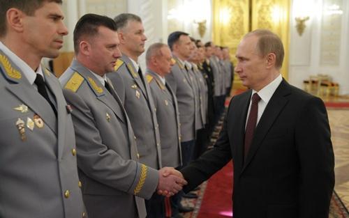 Putin khen quân Nga can đảm khi sáp nhập Crimea