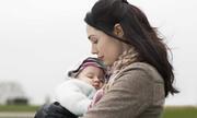 Mệt mỏi vì làm mẹ đơn thân