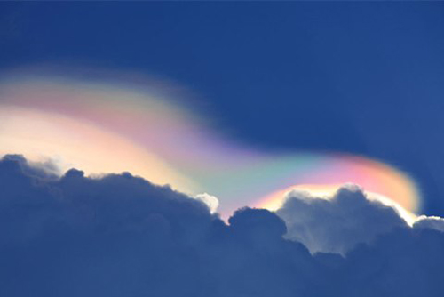 Cũng ở Hà Nội, cuối tháng 7/2012 đã xuất hiện những đám mây ngũ sắc