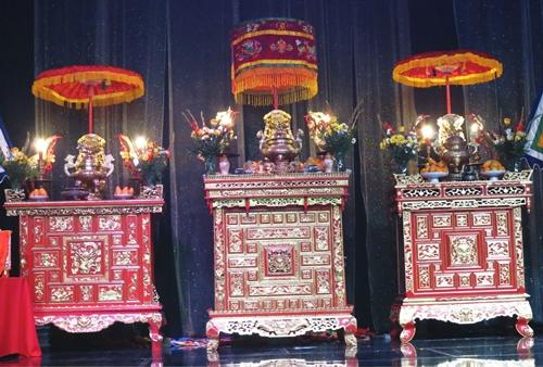 """Tại sao là ngày 10 tháng 3 , vì số 10 tượng trưng âm dương hoà đồng , tháng 3 theo âm lịch là tháng Thìn , tức là tháng rồng , vậy ngày 10 tháng 3 là ngày tiên tháng rồng , như là truyền thuyết """" Mẹ Tiên , Cha Rồng """" của dân tộc Việt !"""